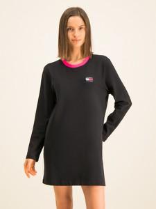 Czarna sukienka Tommy Jeans w stylu casual prosta z okrągłym dekoltem