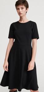 Czarna sukienka Reserved z okrągłym dekoltem
