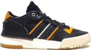 Czarne trampki Adidas Originals z płaską podeszwą w sportowym stylu sznurowane