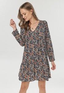 Sukienka born2be z dekoltem w kształcie litery v z długim rękawem w stylu casual