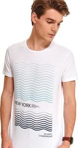 T-shirt Top Secret z nadrukiem w młodzieżowym stylu z krótkim rękawem