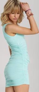 Miętowa sukienka Renee mini bez rękawów dopasowana