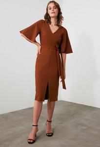 Fioletowa sukienka Trendyol z długim rękawem midi z dekoltem w kształcie litery v