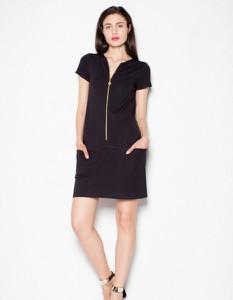 Czarna sukienka Venaton z bawełny mini z krótkim rękawem
