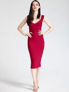Sukienka Guess by Marciano dopasowana bez rękawów z dekoltem w kształcie litery v