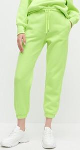 Zielone spodnie sportowe Reserved z dresówki
