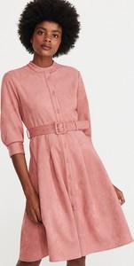Różowa sukienka Reserved w stylu casual z zamszu