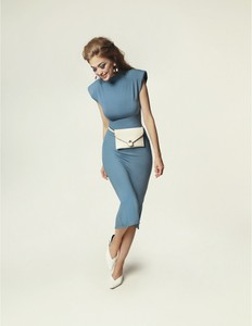 Niebieska sukienka Madnezz