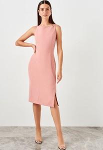 Różowa sukienka Trendyol z okrągłym dekoltem