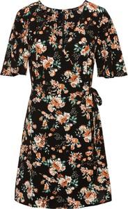 7fb27205 Najmodniejsze sukienki w kwiaty na wiosnę 2018 - Trendy.Allani.pl