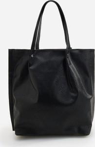 Czarna torebka Reserved duża lakierowana