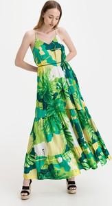 Sukienka Guess maxi z dekoltem w kształcie litery v na ramiączkach