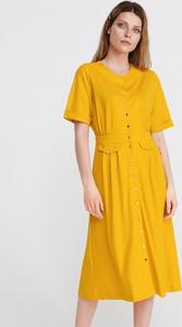 63f93fa840 Żółta sukienka Reserved z dekoltem w kształcie litery v midi w stylu casual