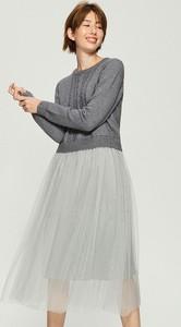 Sukienka Sinsay w stylu casual z okrągłym dekoltem z długim rękawem