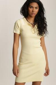 Żółta sukienka Renee dopasowana mini z krótkim rękawem
