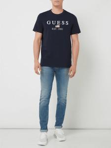 T-shirt Guess z krótkim rękawem w młodzieżowym stylu z bawełny