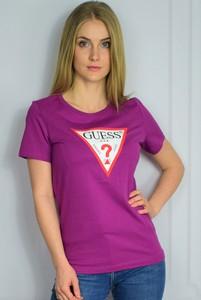Różowy t-shirt Guess z okrągłym dekoltem z bawełny
