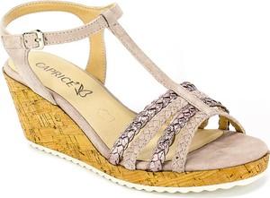 Różowe sandały Caprice z klamrami