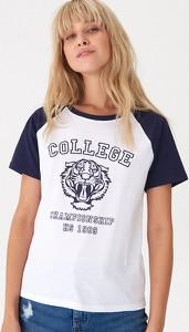T-shirt House w młodzieżowym stylu
