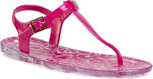 Różowe sandały Armani Exchange w stylu casual z płaską podeszwą z klamrami