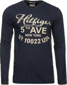 Granatowa koszulka z długim rękawem Tommy Hilfiger w młodzieżowym stylu