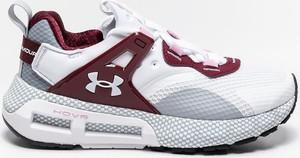 Buty sportowe Under Armour sznurowane z płaską podeszwą w sportowym stylu