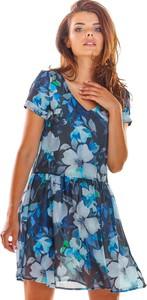 Sukienka Awama z dekoltem w kształcie litery v rozkloszowana