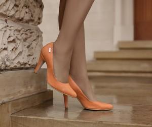 Czółenka Zapato ze skóry na szpilce w stylu glamour