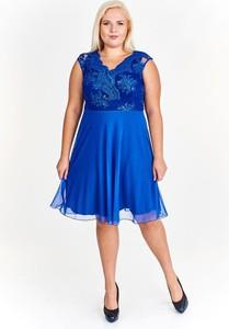 Niebieska sukienka Fokus rozkloszowana z dekoltem w kształcie litery v