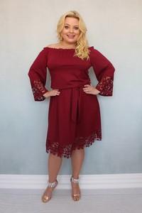 Sukienka KARKO z tkaniny midi dla puszystych