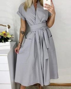 Sukienka Kendallme z kołnierzykiem szmizjerka midi
