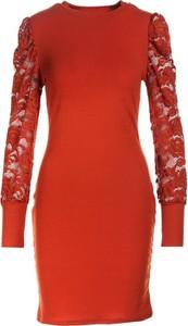 Czerwona sukienka Multu z długim rękawem z okrągłym dekoltem