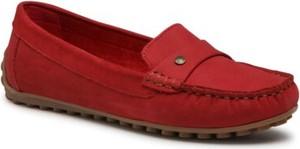 Czerwone półbuty Lasocki w stylu casual z płaską podeszwą