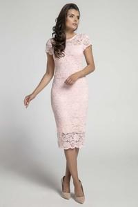 Różowa sukienka Nommo midi z krótkim rękawem
