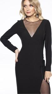 Czarna sukienka L'af Glam z długim rękawem z okrągłym dekoltem