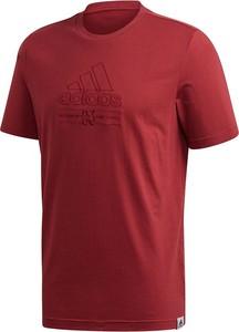 T-shirt Adidas z nadrukiem z krótkim rękawem w sportowym stylu
