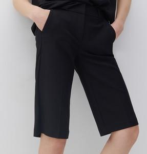 Czarne szorty Reserved w stylu klasycznym