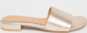 Złote klapki GIOSEPPO z płaską podeszwą w stylu casual ze skóry