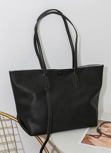 Czarna torebka Cikelly na ramię w stylu glamour matowa