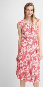 Różowa sukienka QUIOSQUE prosta w stylu casual bez rękawów