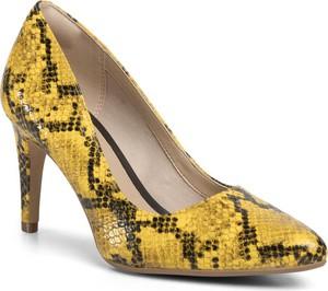 Żółte czółenka Clarks