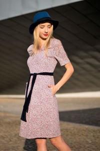 Różowa sukienka Fevey midi