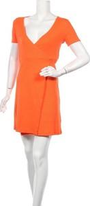 Pomarańczowa sukienka Envii w stylu casual mini z krótkim rękawem