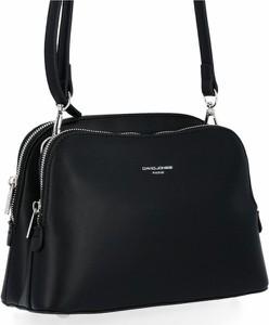 Czarna torebka David Jones w stylu glamour lakierowana na ramię
