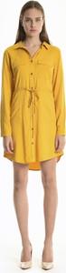 Żółta sukienka Gate z długim rękawem mini koszulowa