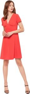 Czerwona sukienka ECHO z tkaniny z krótkim rękawem