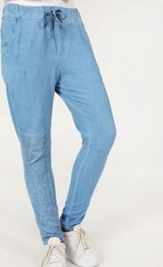 Niebieskie jeansy Unisono