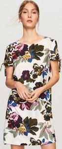 Sukienka Reserved z okrągłym dekoltem mini