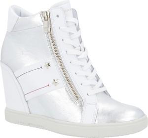 Sneakersy Tommy Hilfiger sznurowane w młodzieżowym stylu