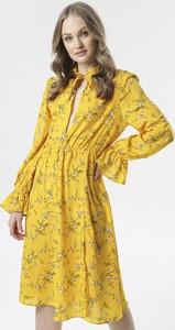 Żółta sukienka born2be midi